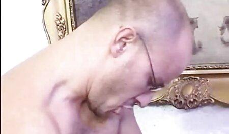 Cuckold thờ phụng bàn phim xec t chân của nữ thần đồng tính nữ